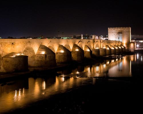 cordoba-puente-romano-noche